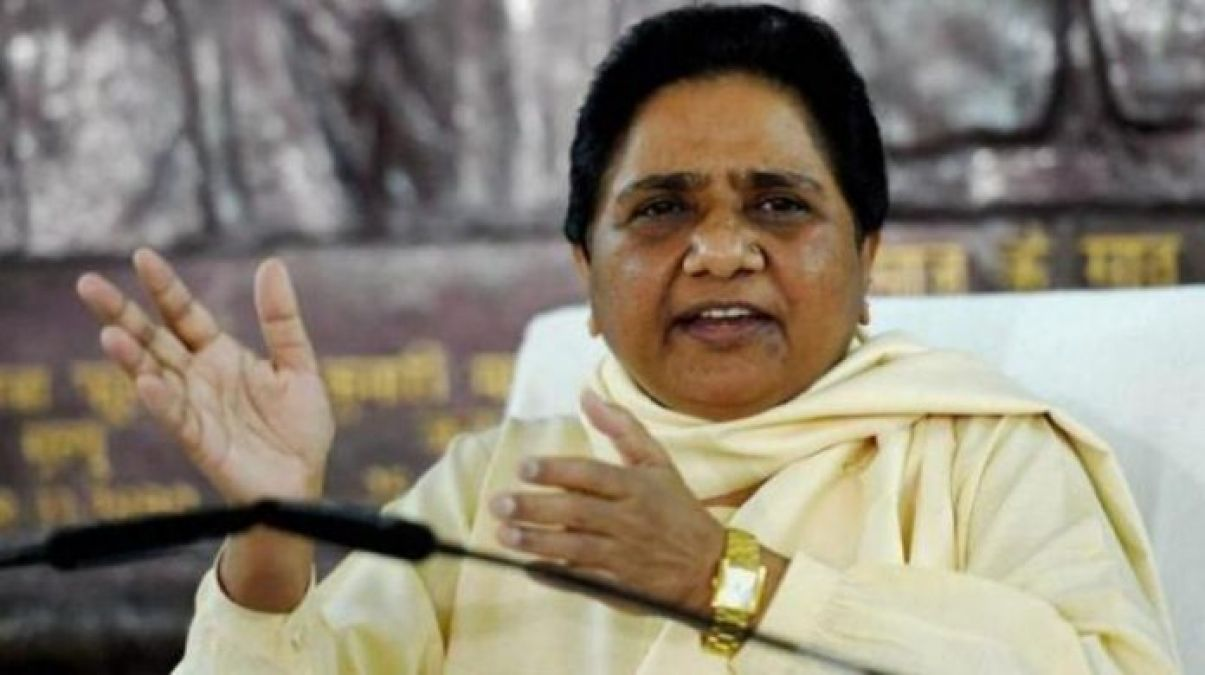 Mayawati attacks Congress on Twitter, calls it