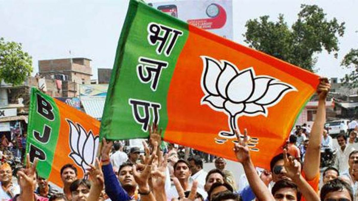 BJP leader slaps wife in party office, party takes this big step