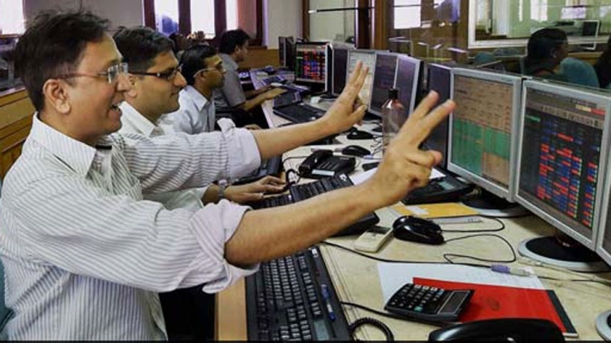 After Finance Minister's announcement, Sensex jumps 900 points, Nifty also shines