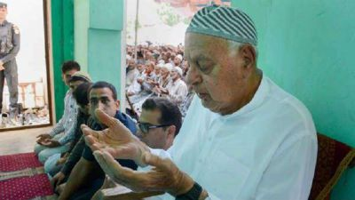 Article 370: Farooq Abdullah became religious under the house arrest