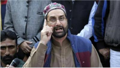 Hurriyat Conference President Mirwaiz Farooq signs bond for his release