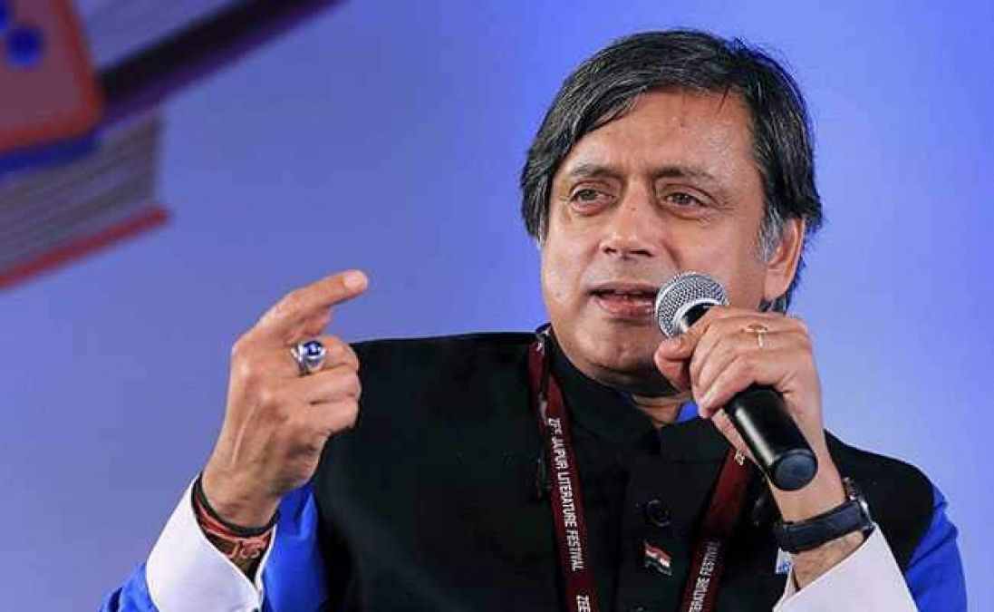 Big statement of Congress leader Shashi Tharoor, said- PM Modi should be respected abroad, but...