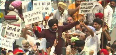Navjot Singh Sidhu joins party protest in Amritsar against Agriculture Bill