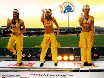 IPL2018live: चेन्नई के हवाई फायर से कार्तिक हैरान..