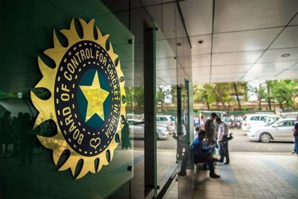 Competition for applications for Coach, BCCI receives over 2000 applications for Team India's coaching staff