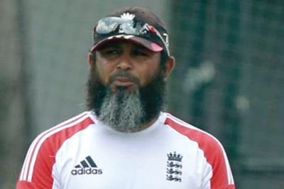 Former veteran spinner Mushtaq Ahmed associates with Pakistan cricket team again