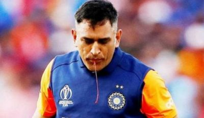 This great wicketkeeper defends Dhoni,  said this heartwarming thing
