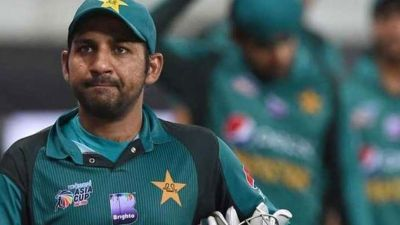 PCB boss wants Sarfraz relieved of the captaincy