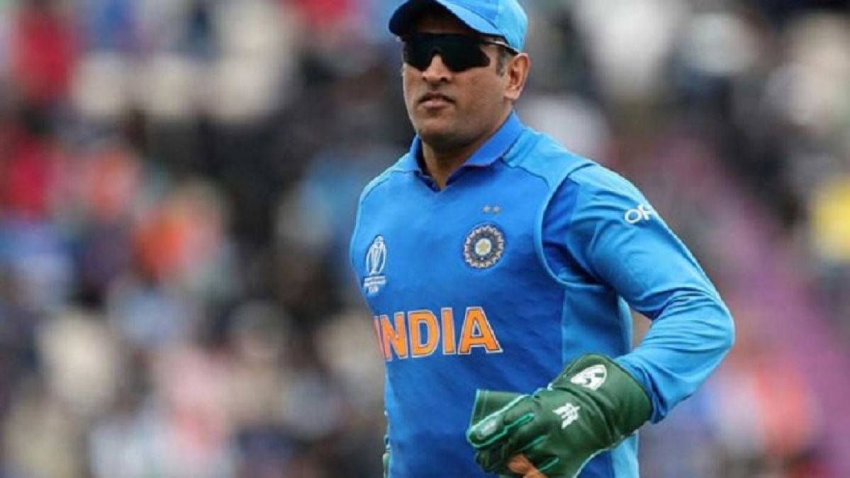 Over the sacrifice badge on Dhoni's Gloves, the whole country stands with him, the ICC softened after the BCCI letter