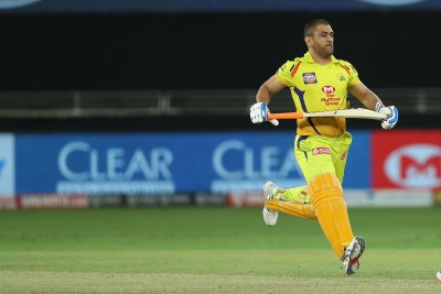 M.S. Dhoni races with horse at Ranchi farmhouse, Video viral