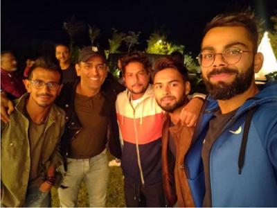 धोनी के फार्म हाउस पर टीम इंडिया की डिनर पार्टी, विराट कोहली ने शेयर की तस्वीर