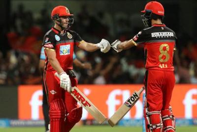 IPL 2018 LIVE : घर में दहाड़े चैलेंजर्स, राइजर्स को दिया 219 रनों का लक्ष्य