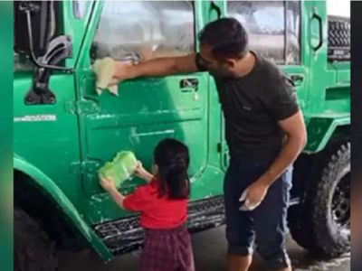 Ziva started cleaning the car after watching Dad Dhoni, the video went viral on social media!