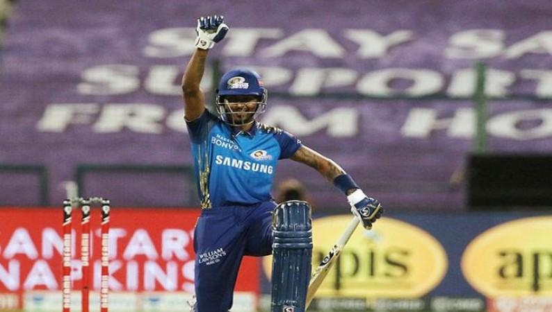 IPL 2020: जब बल्लेबाज़ी के दौरान घुटनों पर बैठे हार्दिक पंड्या, किया BLM का समर्थन