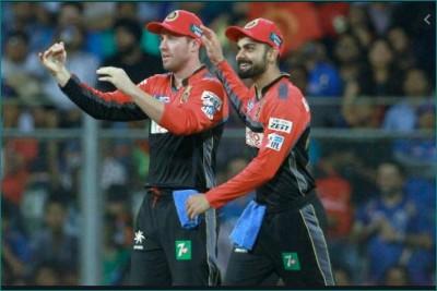 Virat Kohli sets examples and always leads the team: AB de Villiers