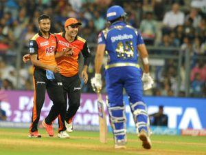 IPL 2018 Live MI vs SRH : Sunrisers stun MI with bowling bouncers, win by 31 runs