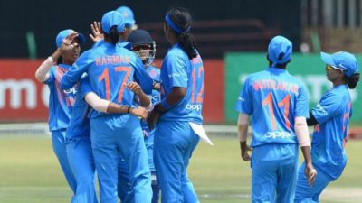 Indian Women's cricket team to get a new coach today: Kirsten, Gibbs and Powar are chalk horse