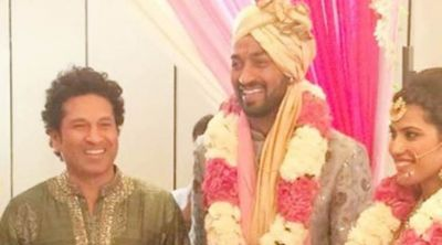 Take a look how Hardik Pandya welcome Master Blaster in his brother wedding