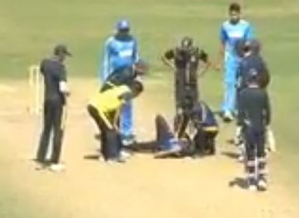 Video: Ashok Dinda gets injured after being hit by the batsman on the face during a match, rushed to the hospital