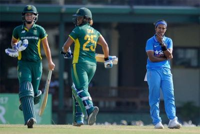 South Africa women beats India Women by 5  wickets