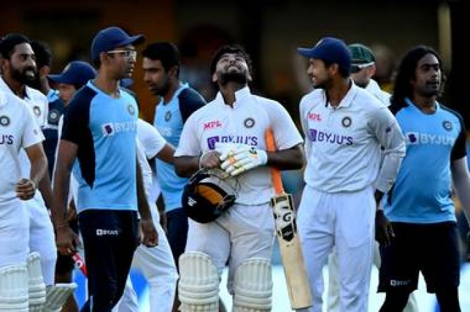 धोनी से तुलना किए जाने पर बोले ऋषभ पंत- मैं भारतीय क्रिकेट टीम में अपना नाम खुद बनाना चाहता हूं...