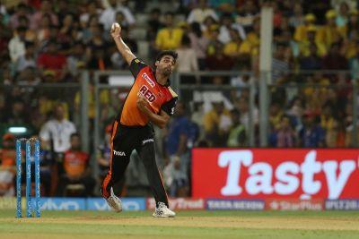 IPL 2018  Final Live CSK vs SRH:  Bhuvi rocks, CSK  after 6 overs ...