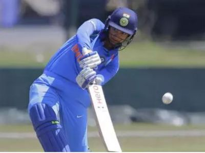 Indian women team beats Srilanka by 9 wickets, takes leads of 1-0