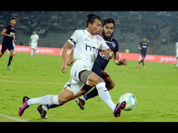ISL - नॉर्थ-ईस्ट ने दिल्ली को 2-0 से हराया