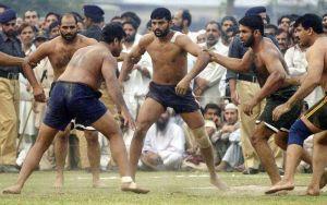 कबड्डी मैच के बीच हुई लड़ाई, दर्शक भी पहुचे मैदान में