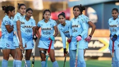 Indian hockey team didn't perform well in the first half, then banged out 5-1 against the USA