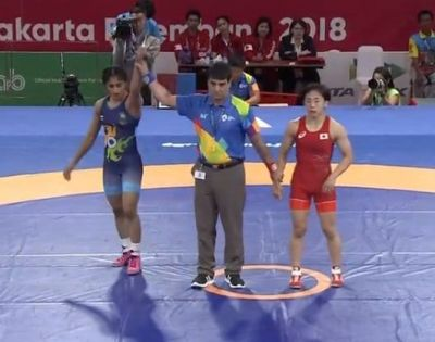 Asian games 2018 : Vinesh Phogat  wins gold medal, From PM Modi to  Big B rejoice her win