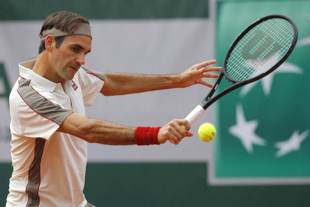 Fan paints bedsheet 'Federer forever' for Tennis Legend Roger Federer
