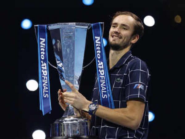 डेनी मेदवेदेव ने थिएम को हराकर जीता एटीपी फाइनल 2020 खिताब