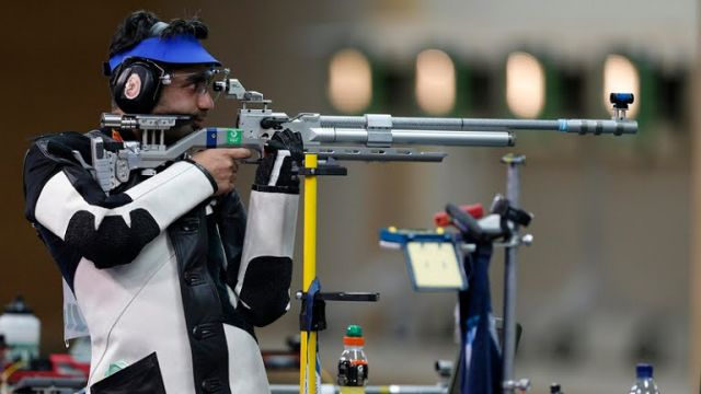 Moment of disappointment;Abhinav Bindra misses the medal in farewell Olympic performance !
