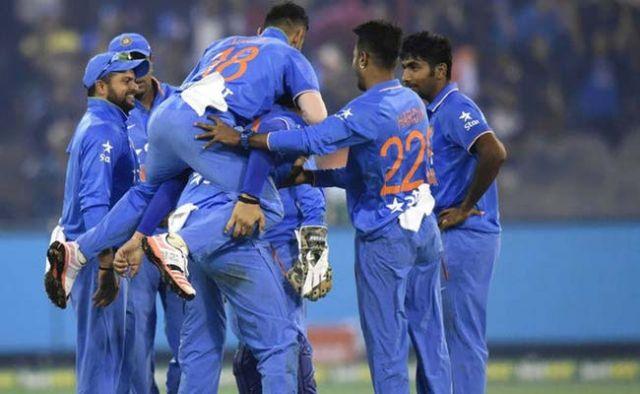 INDvsAUS T20 : ऑस्ट्रेलिया ने भारत को जीत के लिए 198 रनों की चुनौती दी