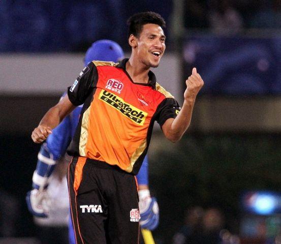 IPL के इस खतरनाक बॉलर को लगता है डर, नही कर पाते वार्नर से बात !