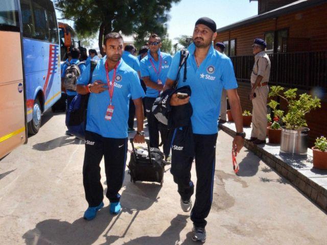 दक्षिण अफ़्रीकी पर शिकंजा कसने के लिए भारतीय टीम पहुंची धर्मशाला