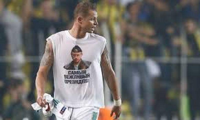 पुतिन वाली टी-शर्ट पहनने पर फुटबॉलर होगा दंडित