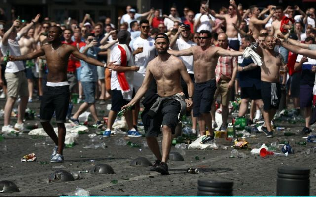 EURO 2016 - France bans sale of alcohol after clashes between Russia fans & England
