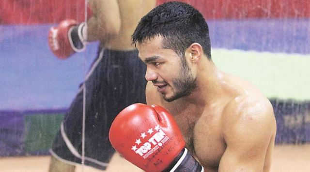 Indian Boxer Vikas: Injured settles for Bronze!