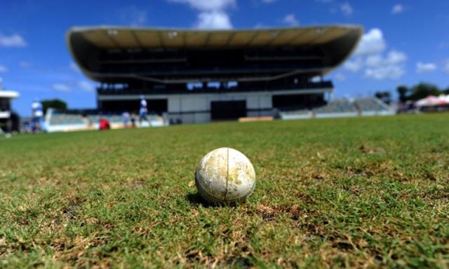एक बार फिर किसी की मौत का गवाह बना क्रिकेट का मैदान