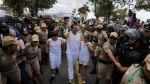 2016's Olympic torch lands in Rio de Janeiro by boat after 3-month tour