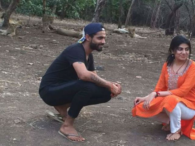 Cricketer:  Ravindra Jadeja click selfies with Lion Forest official!
