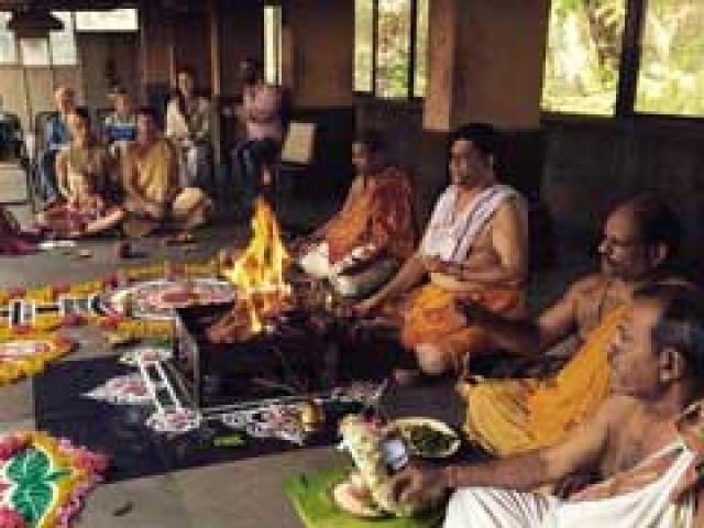 'इंडिया' के लिए जॉन्टी रॉड्स ने करवाई विशेष पूजा