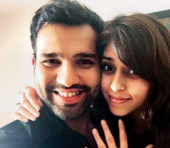 क्रिकेटर रोहित शर्मा ने की सगाई, प्रपोज करने के बाद अंगूठी पहनाई