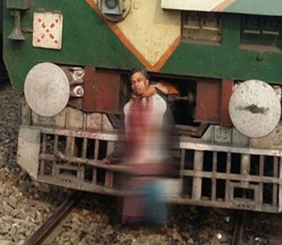 लाश को मफलर से ट्रैन के आगे बांध कर भेजा