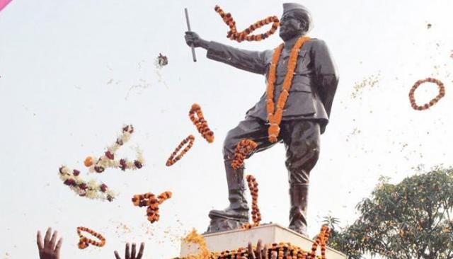 बड़ा खुलासा: इंदिरा के राज में जलाई गई थी बोस की फाइलें