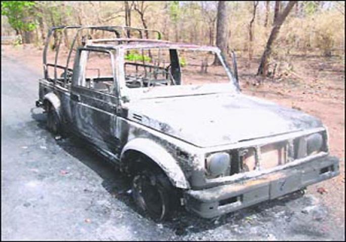 छत्तीसगढ़ में फिर नक्सली वारदात, आग के हवाले कर दी 17 गाड़ियां