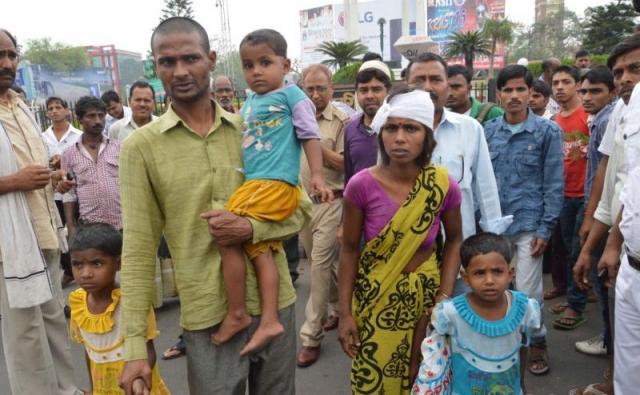 बिहार में दंपति ने किया नग्न प्रदर्शन