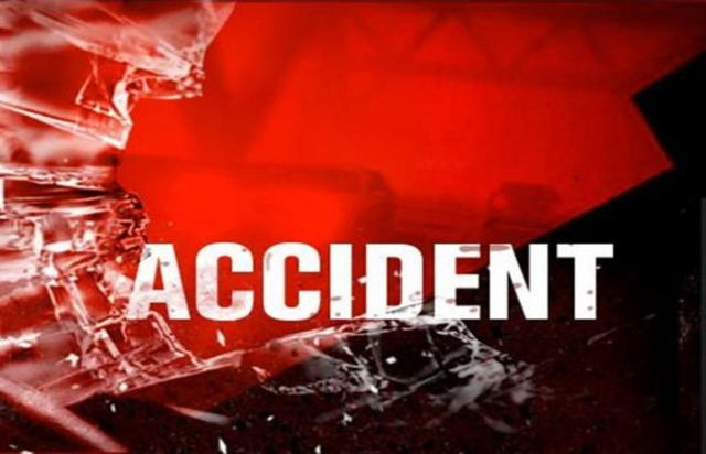 सवारी वाहन खाई में गिरा, 3 की मौत, 15 घायल